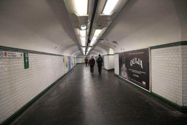 Des agents de la RATP ont établi descontraventions à des usagers pour avoir emprunté les couloirs en sens interdit. © Shutterstock