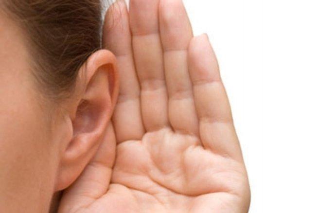 A partir de 50 ans il est important de faire tester régulièrement son audition. © Vladimir Voronin - Fotolia.com
