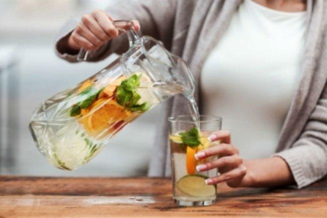 © Shutterstock / Buvez entre 1,5 et 2 L d'eau pour être en bonne santé
