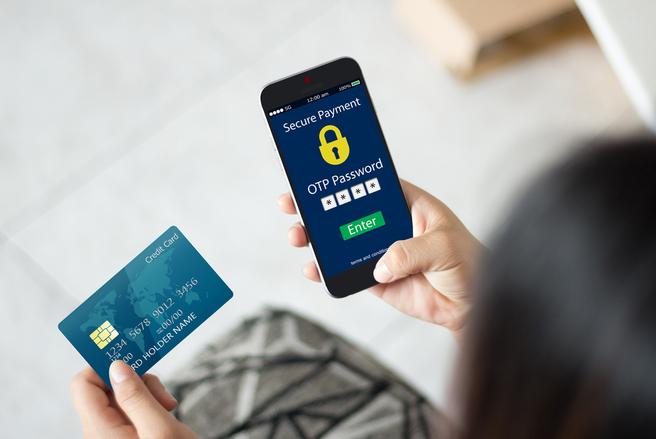 Bientôt, les transactions en ligne ne seront plus confirmées par des SMS, mais par d'autres moyens réputés plus sûrs. © Shutterstock