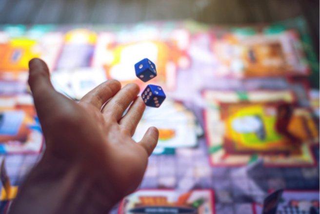 Les jeux de société sont encore très appréciés par parents et enfants - © Shutterstock